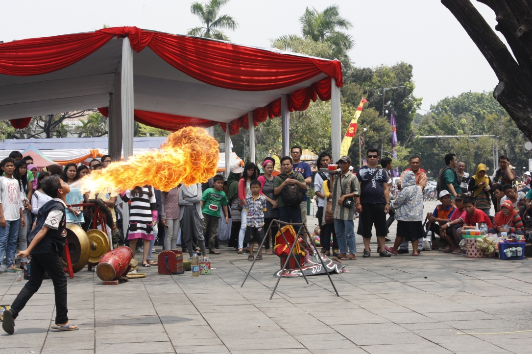 Menyemburkan Api (Flames)